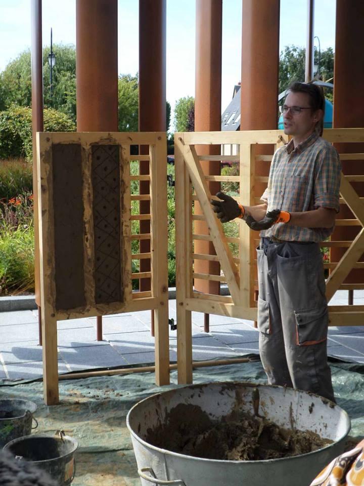 Stage les murs en torchis construire ou r nover un mur haute normandie apprendre - Ou apprendre a restaurer fauteuils ...